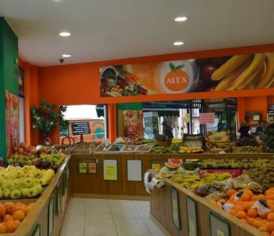 variedad de fruta en tienda
